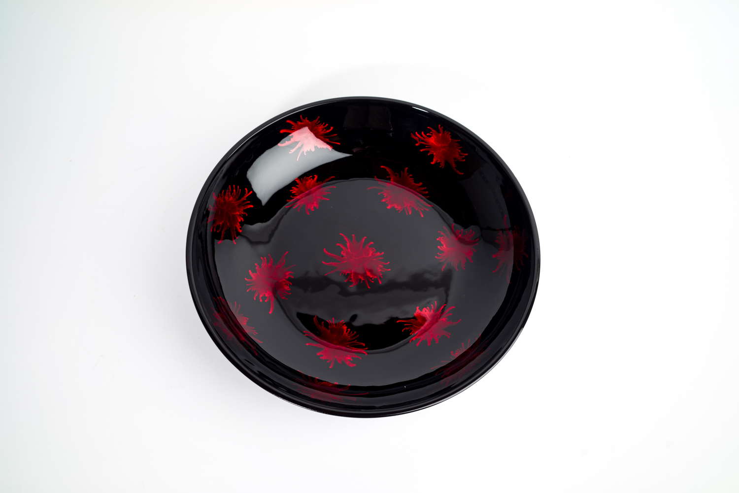Red and black splash wooden lacquer bowl